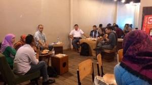 Suasana bincang-bincang Anak-anak Masa Lalu di Rimbun Cafe (Foto: Maya Lestari GF)